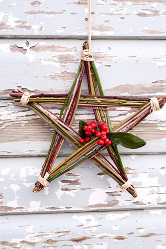 homemade christmas star made from colourful winter stems and cotoneaster berries juliette wade