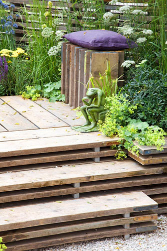 Wooden deck and stairs made from old scaffolding planks - © Elke Borkowski/GAP Photos