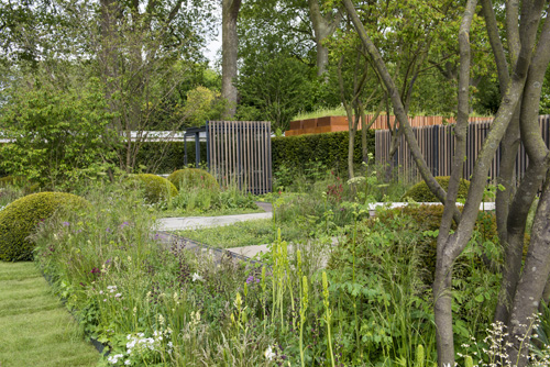 Cloudy Bay Garden in association with Vital Earth, moveable shack in the centre of the garden giving different perspectives of the garden-Designer: Harry and David Rich-Sponsor: Cloudy Bay / Bord na Mona, Gold Medal - © Maayke de Ridder/GAP Photos