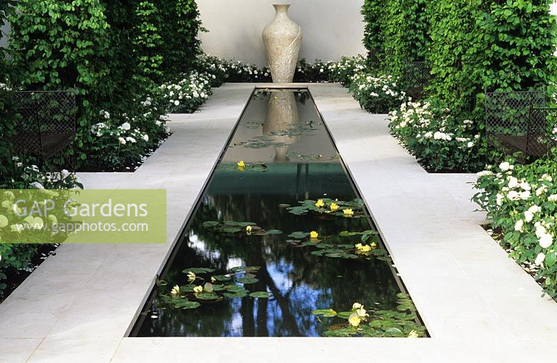 Formal pond with sculptural urn as focal point at Chelsea FS 2002