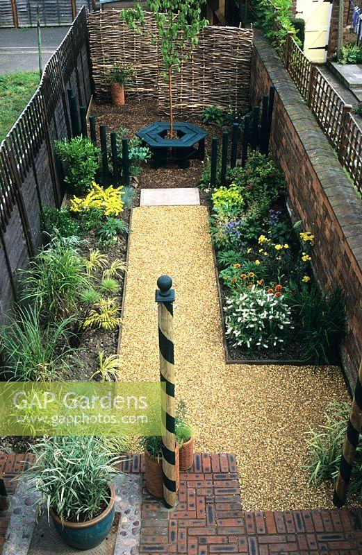 Small Narrow Town Garden With Gravel Path