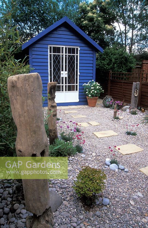 Gap gardens small seaside style garden with blue beach for Beach hut style