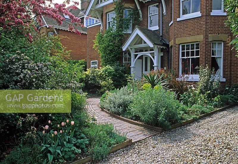 Gap gardens urban town front garden victorian house for Victorian garden house