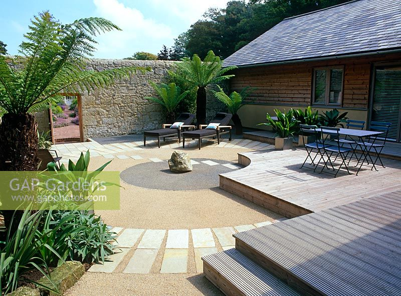 Gap gardens japanese style courtyard of resin bonded for Japanese decking garden