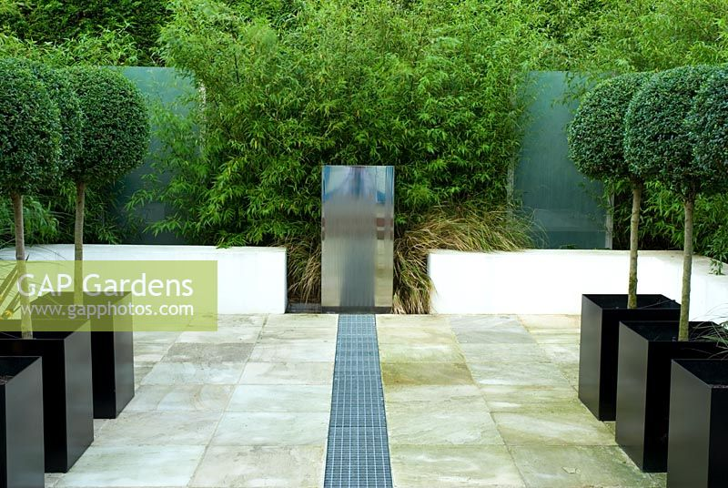 Gap Gardens Small Contemporary Paved Urban Garden With