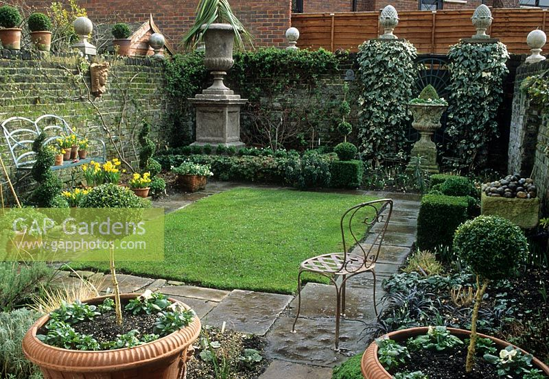 gap gardens - small formal urban garden in london - image no  0075917