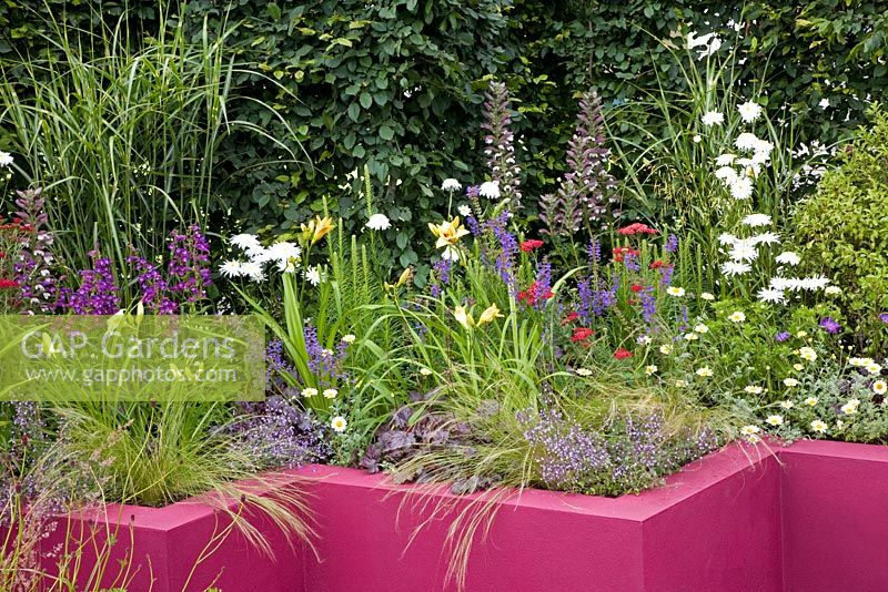 Colourful raised bed - 'The Centrepoint Garden', Hampton Court 2007