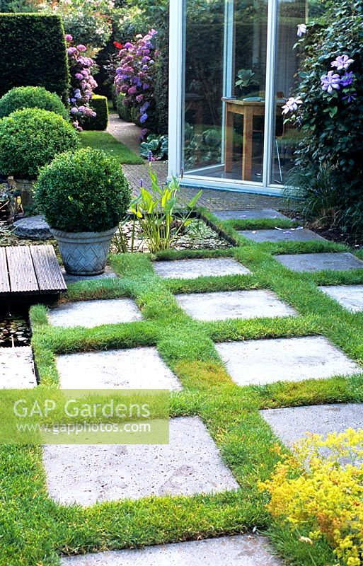 Paving slabs and lawn form an unusual patio area