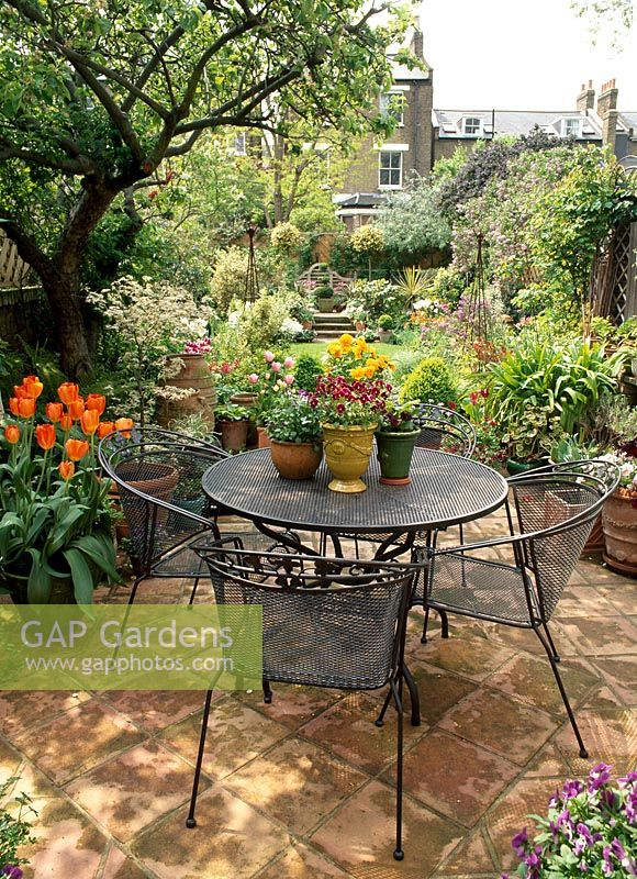 Gap Gardens Seating Area On Small Patio Image No