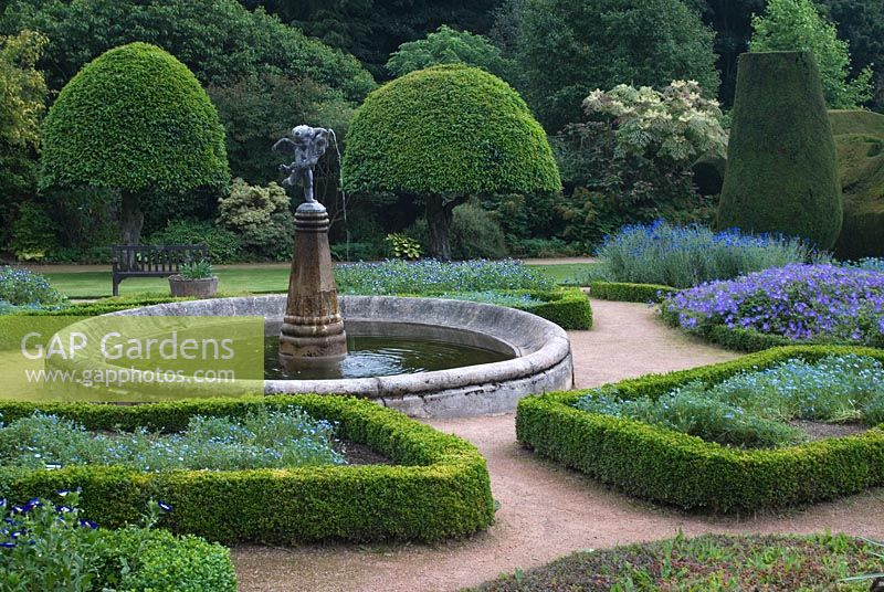 Gap gardens yew topiary circular pool with fountain and for Castle gardens pool