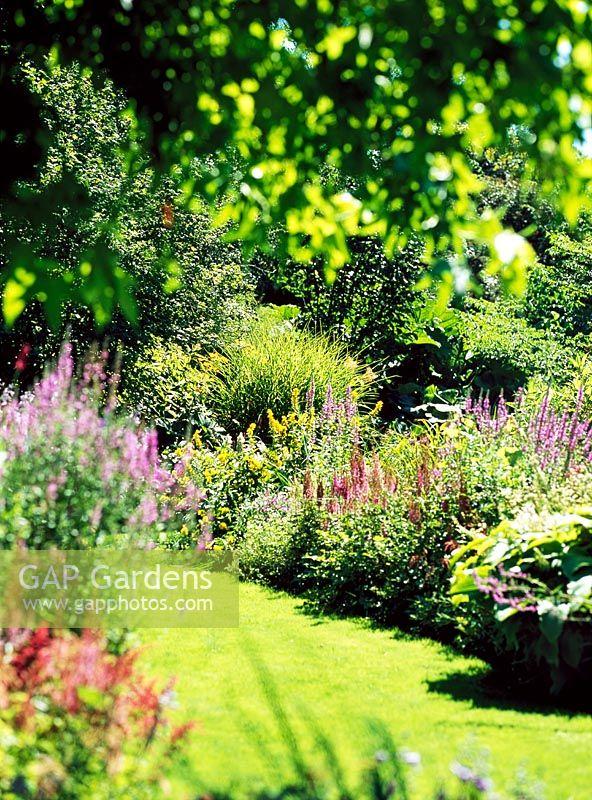 Gap gardens mixed borders le jardin de la pellerine for Bordes jardin