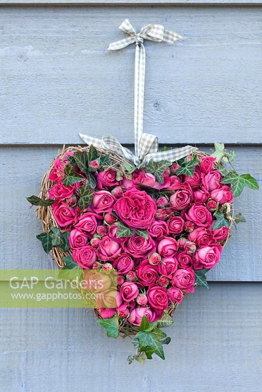 Valentine's wreath with pink rose buds and ivy