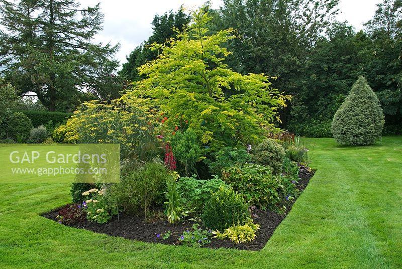 GAP Gardens - Mixed rectangular island bed at Greenacre, Clayton-le ...