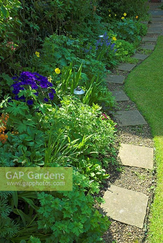 Gap gardens curved garden path with stone slabs and for Path and border edging
