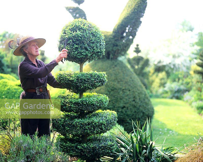 Charlotte Molesworthu0027s Topiary Garden
