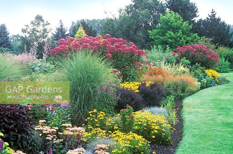 Gap gardens perennial and grass border at foggy bottom - Grey gardens dive per sempre ...