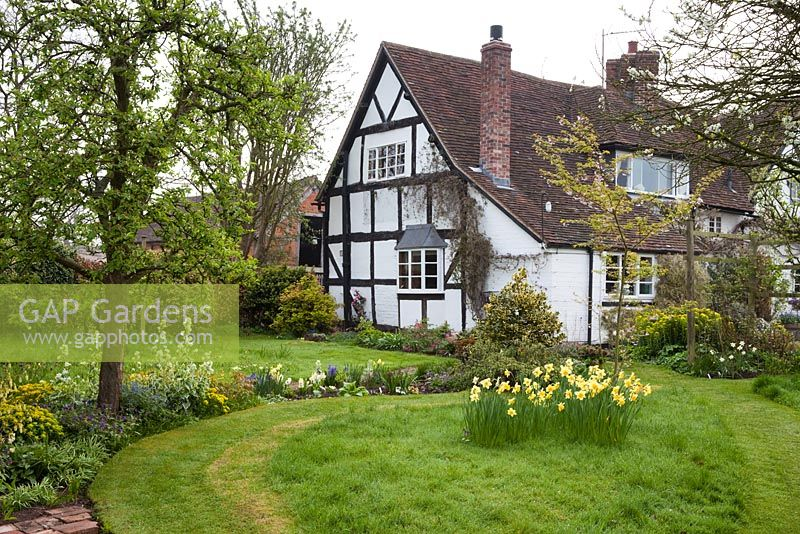 The garden at Eastgrove Cottage, Worcestershire in April