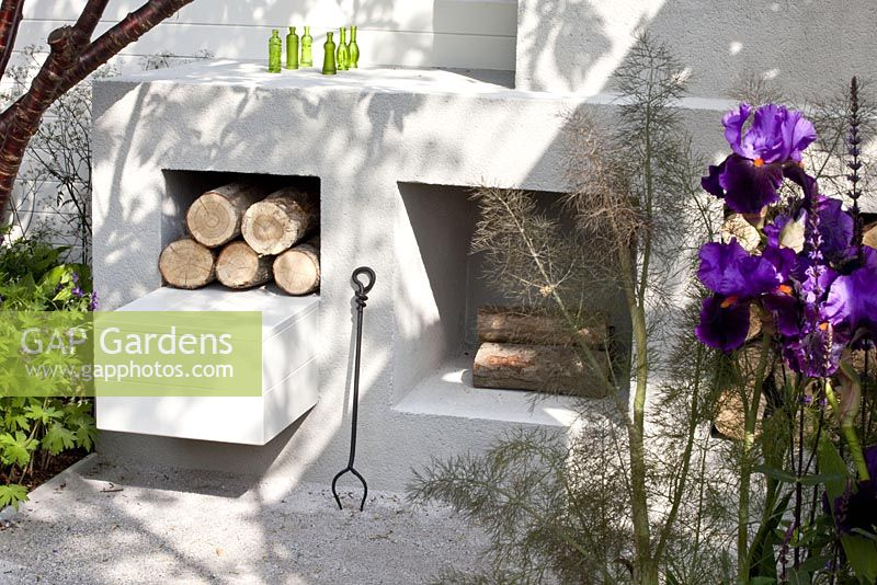 Gap gardens outdoor fireplace the unexpected gardener gold medal winner rhs chelsea - Chelsea flower show gold medal winners ...