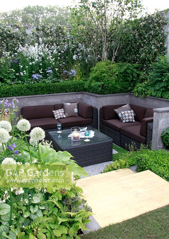 Sunken Patio Area With White Themed Border