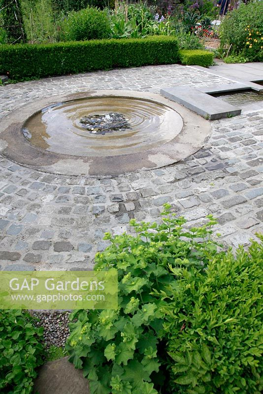 Gap gardens shallow circular pond and water feature the for Circular garden ponds