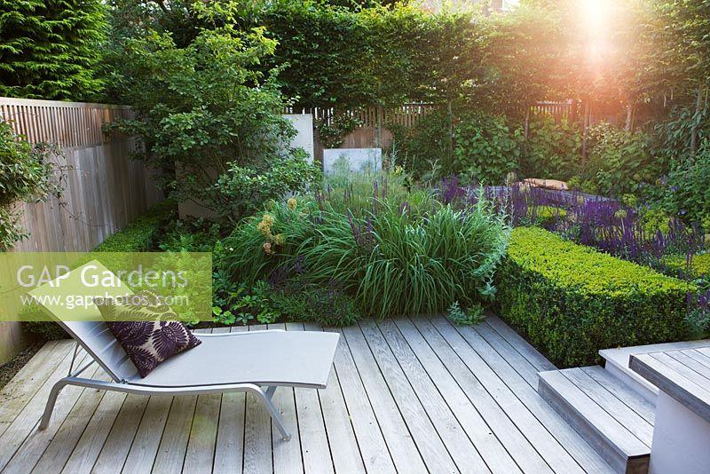 Gap gardens small urban garden with lounger on decking for Small urban garden design