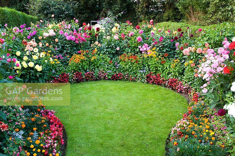 Gap Gardens Circular Lawn With Dahlia Borders Image No 0201451 Photo By Lee Avison