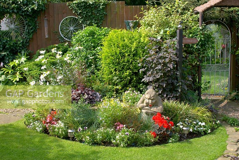 Gap gardens compact corner of small back garden with for Garden design ideas in zimbabwe