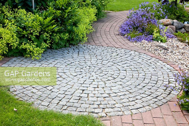 High Quality Round Patio Made From Granite Setts