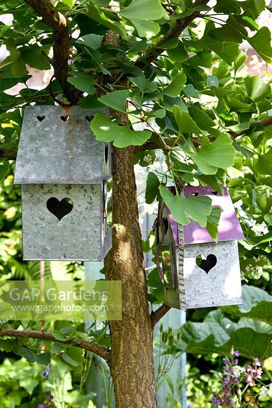 Gap Gardens Metal Decorative Bird Houses With Heart