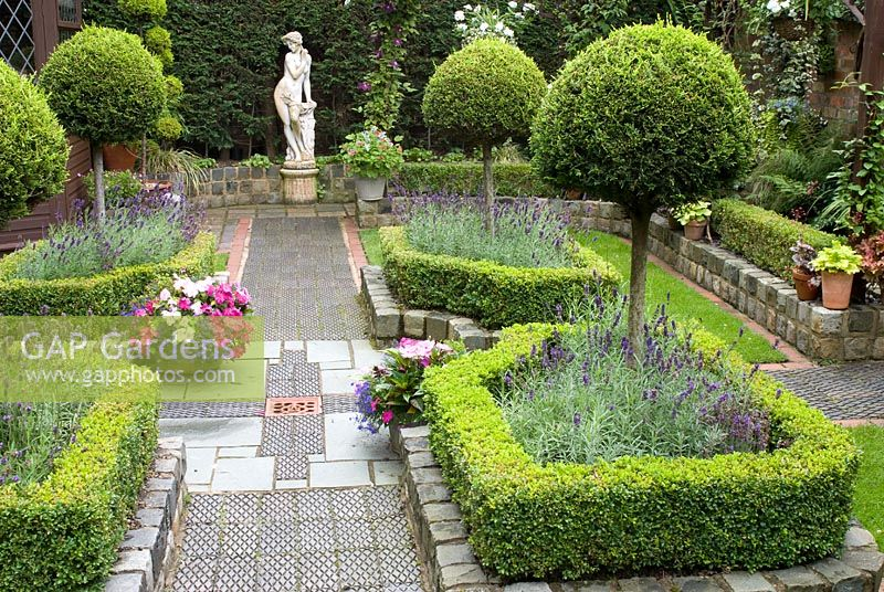 Gap gardens secluded parterre garden with paths and for Garden parterre designs
