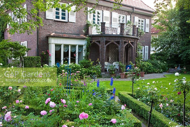 Sensational Gap Gardens The Manor House Garden Feature By Christa Download Free Architecture Designs Rallybritishbridgeorg