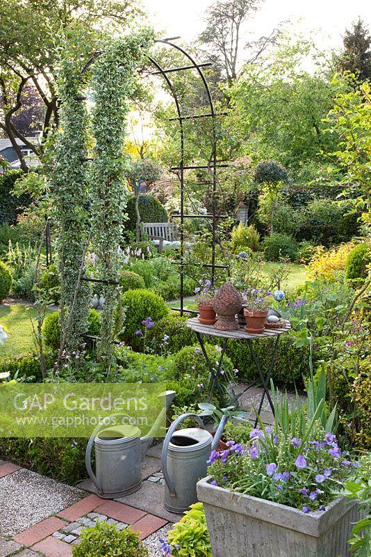 Gap Gardens Small Garden With Arches Image No 0257802