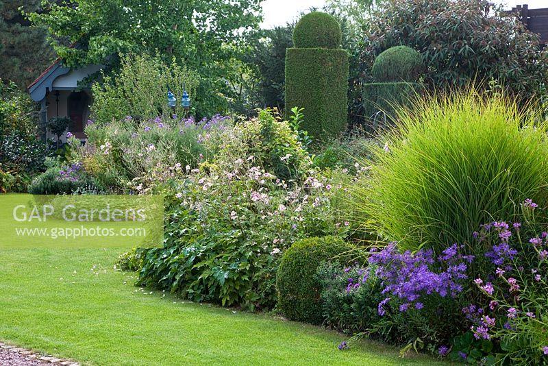 Gap gardens perennial flower bed with ornamental grass for Ornamental trees for flower beds