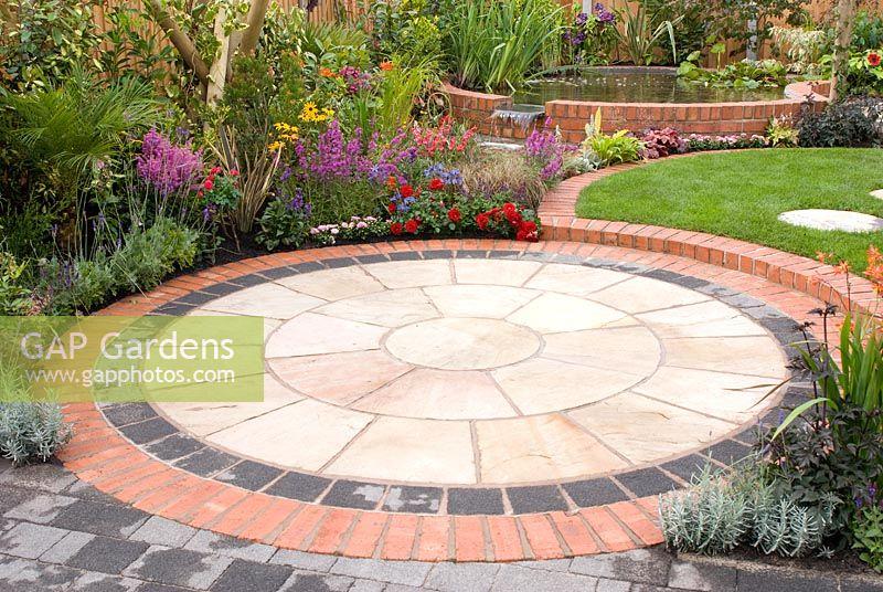 Gap gardens small back garden with colourful borders for Circular garden designs