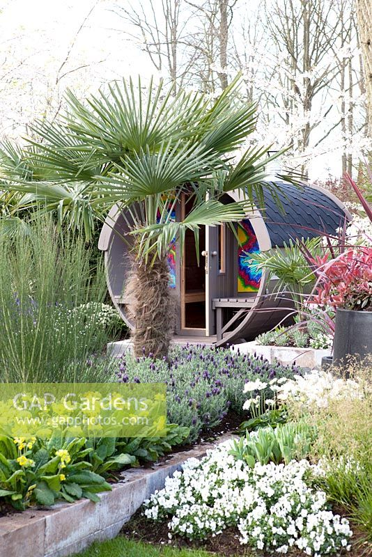 Inspirationgarden - 'Take it easy'. Whirlpool and sauna cabin - Keukenhof, Holland