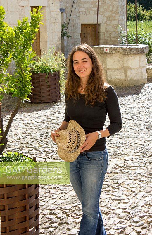 caroline laigneau daughter of patricia laigneau chateau du rivau lemere loire valley - Chateau Du Rivau Mariage