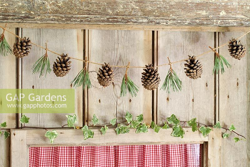 Gap Gardens Step By Step Of Making A Rustic Christmas Garland