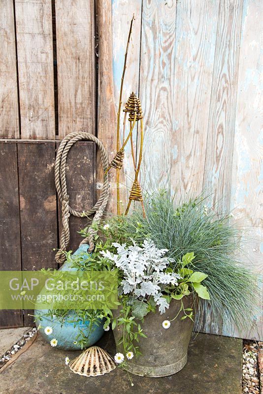 Willow Fish with mixed container and nautical objects