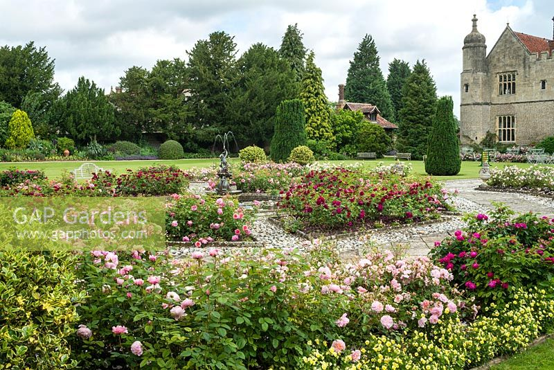 GAP Gardens - Octagonal rose garden with central pool and fountain ...