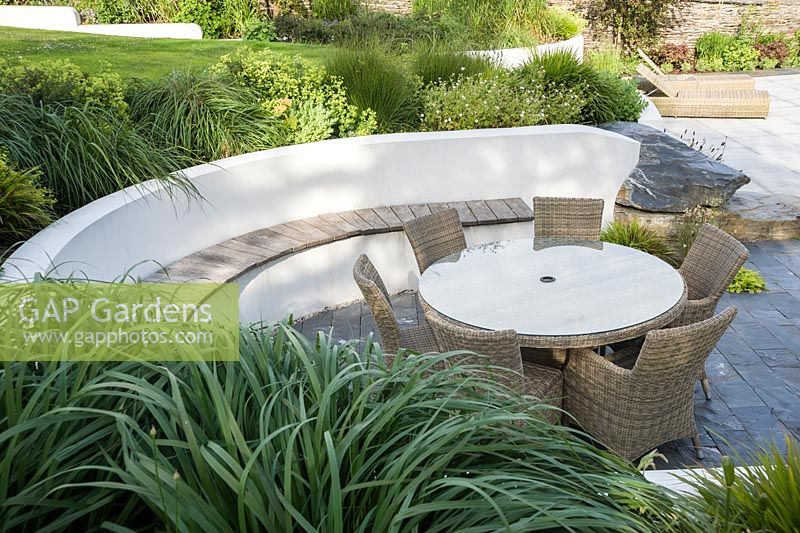 Gap Gardens Contemporary Terrace With Curving Rendered White