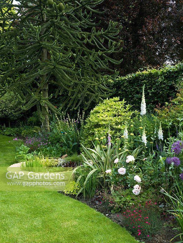 Gap gardens stone circular pond edged in foxglove for Garden pool crossword