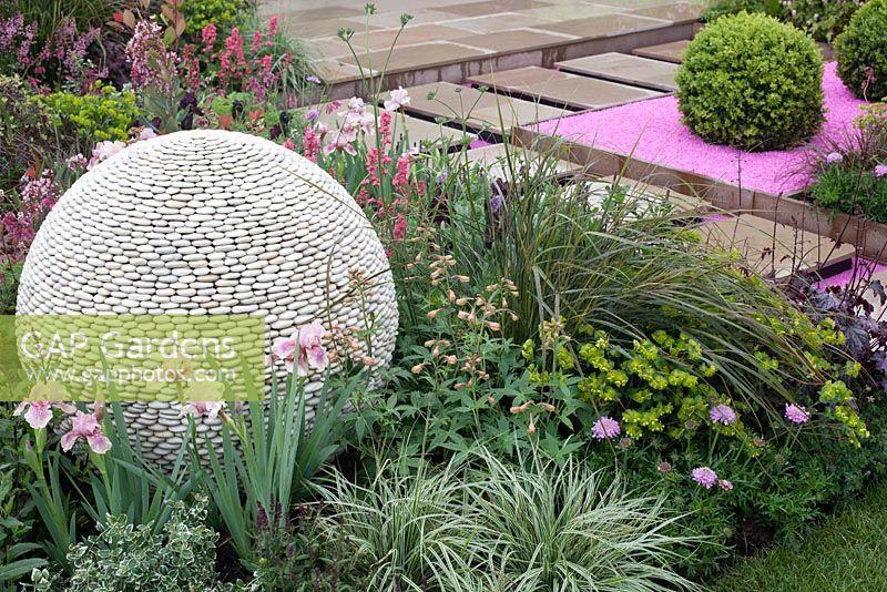 Gap gardens blush malvern spring gardening show 2014 for Pip probert garden designer