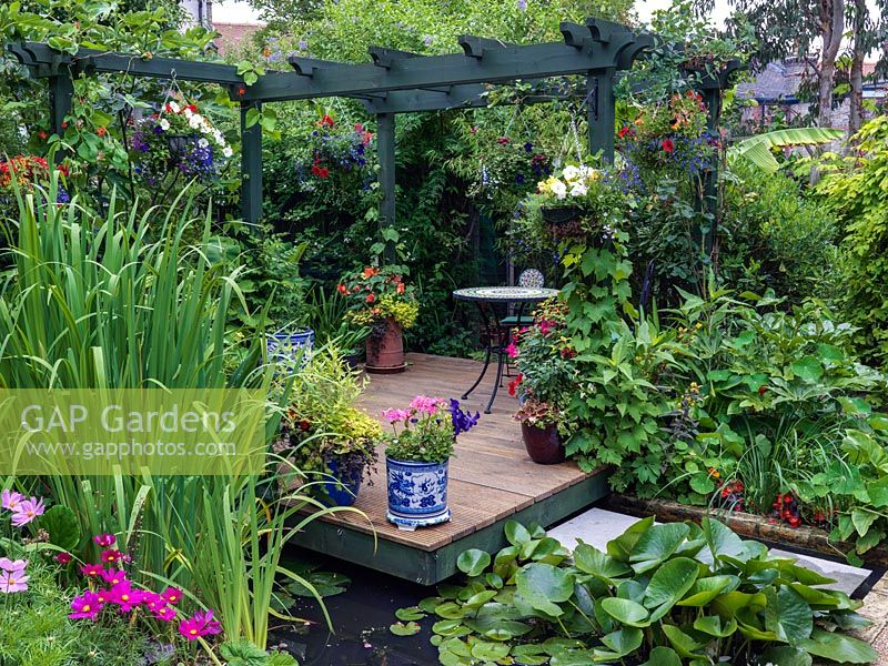 Pergola over pond feng shui landscaping with bridge and for Secluded backyard ideas