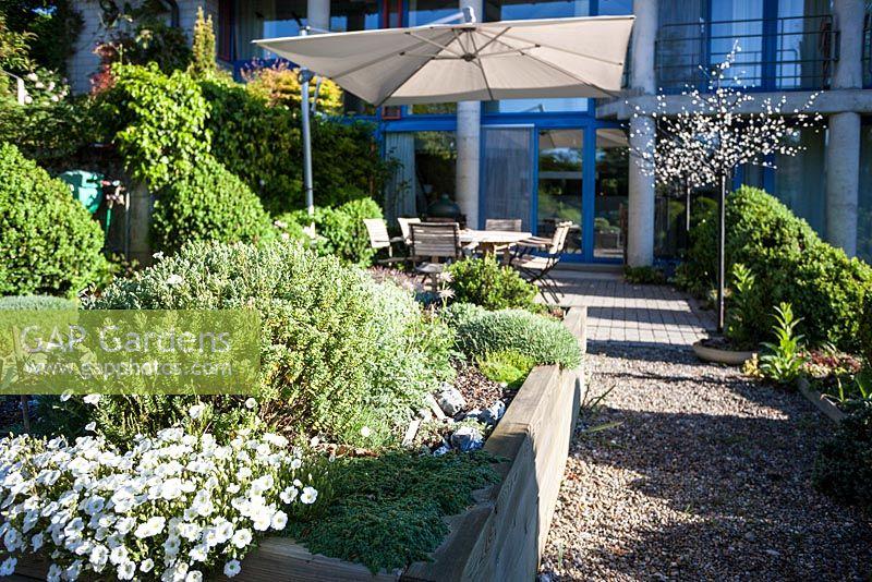 Sun Garden Gartenmobel ~ Gap gardens house and terrace with seating garden lighting sun