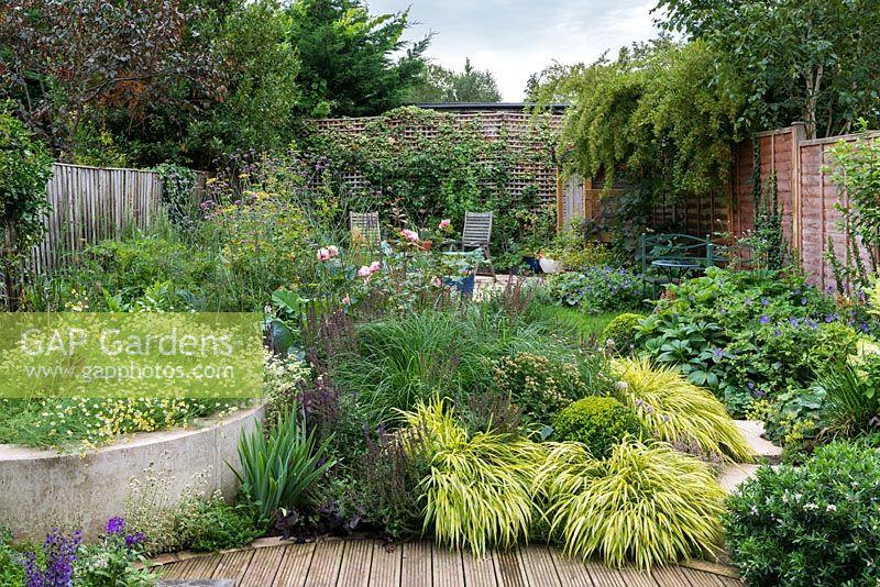 Gap gardens a small walled town garden 50ft x 40ft for 50ft garden design