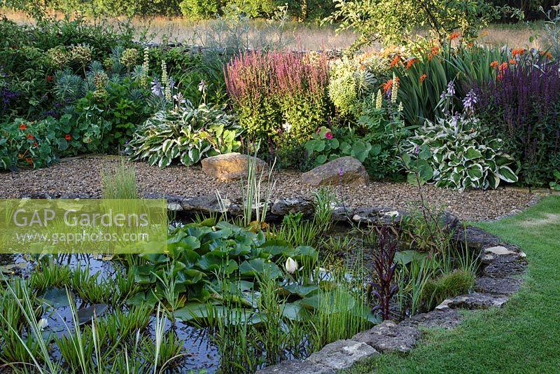 Gap gardens sue o 39 neill 39 s garden at field cottage for Garden pond gravel