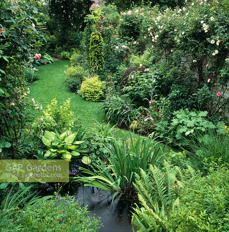 Gap Gardens Narrow Garden With Lawn Between Flower Beds With
