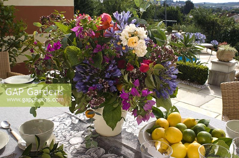 Bouquet of container plants - pruning
