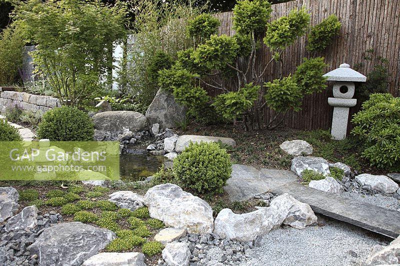 GAP Gardens - Asian garden with stone lantern, gravel, rocks