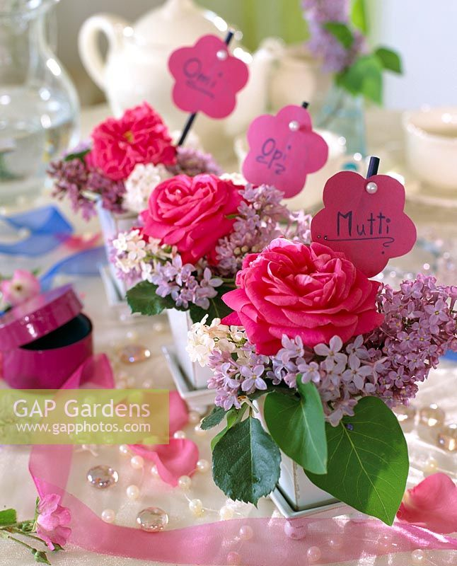 Table decoration - rose petals, Syringa vulgaris - lilac with name